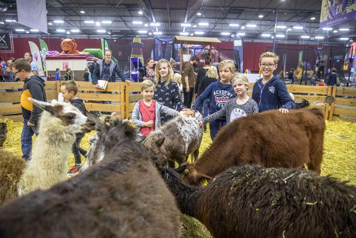 Sfeerbeeld van Doe 's Gek in de  IJsselhallen vorig jaar.