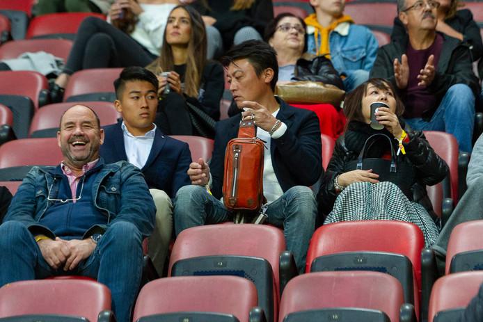 Vorige week tegen Heracles zat de geschorste Keito Nakamura (links, tweede rij) nog met zijn familie op de tribune. Zondag is de aanvaller weer speelgerechtigd.