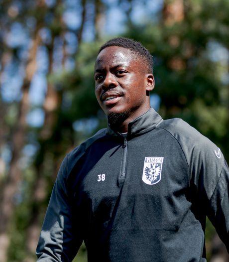 Richie Musaba van Vitesse op weg naar Fortuna Sittard