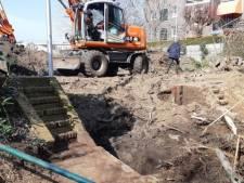 Archeologisch onderzoek in Deventer: resten van oude sluis gevonden achter Wilhelminabrug