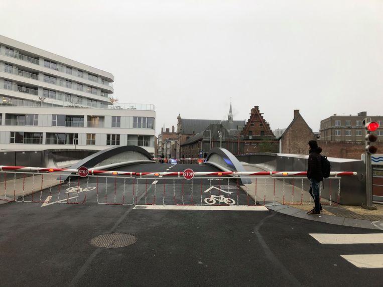 De Budabrug bleef woensdagvoormiddag even openstaan.