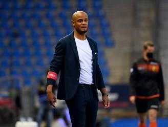 """Kompany en Van den Brom tevreden met puntje, coaches kritisch voor VAR-blunder: """"Deze competitie verdient beter"""""""