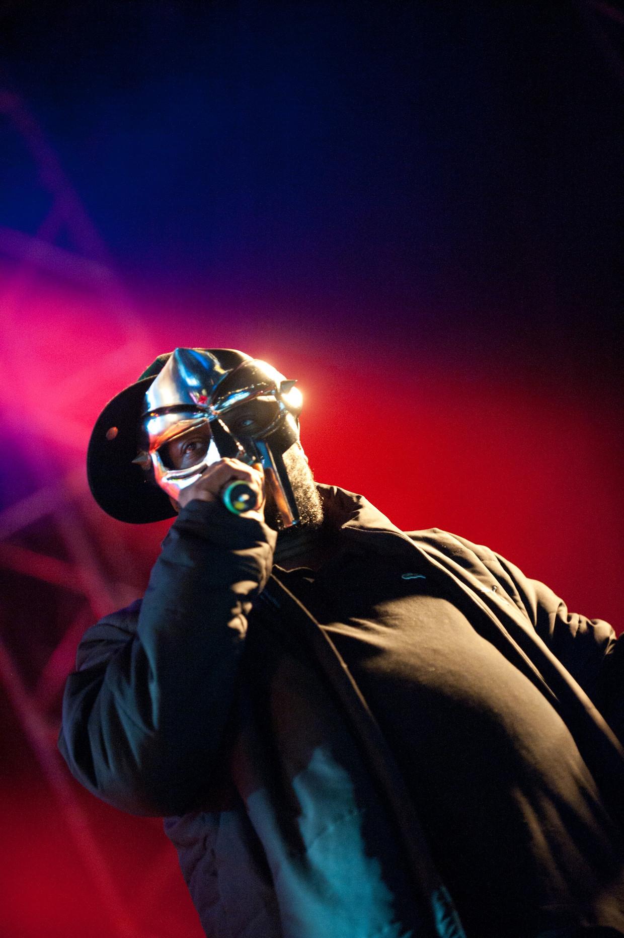 MF DOOM met zijn kenmerkende masker.
