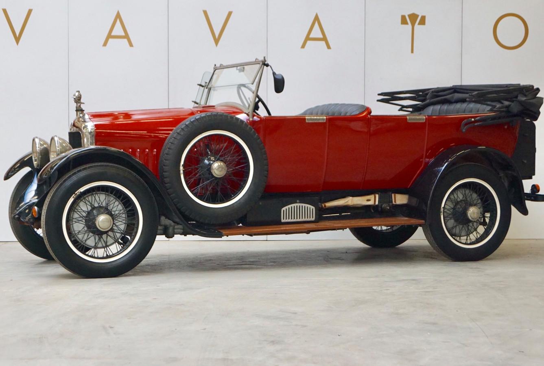 De Minerva uit 1925 stond jarenlang in een schuur in Zeeland. De Nederlandse eigenaar laat de auto van de ooit zo roemrijke Antwerpse autobouwer nu in ons land veilen.