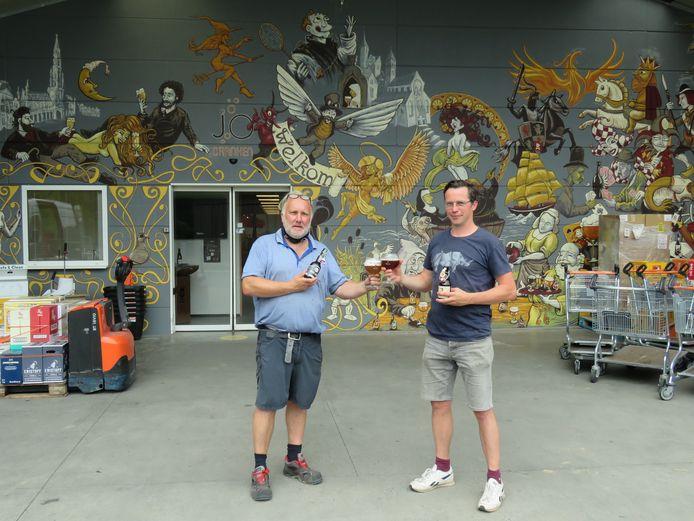 Jo Van Heesbeke en Steven Selschotter toosten op de realisatie van de indrukwekkende mural.