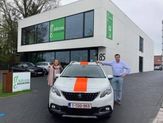 """Michiel (50) tovert zijn bedrijfswagens om tot 'politiewagens': """"Duidelijk maken dat klanten voor ons prioritair zijn"""""""