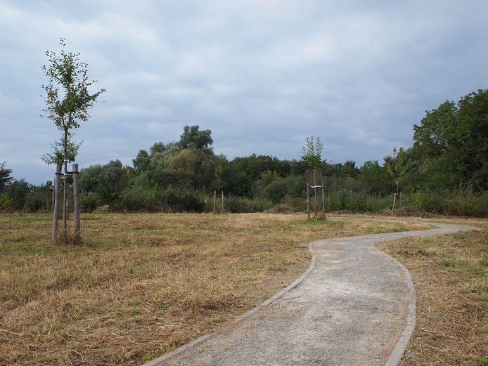 De wandel- en fietspaden lopen door het Zeenpark.