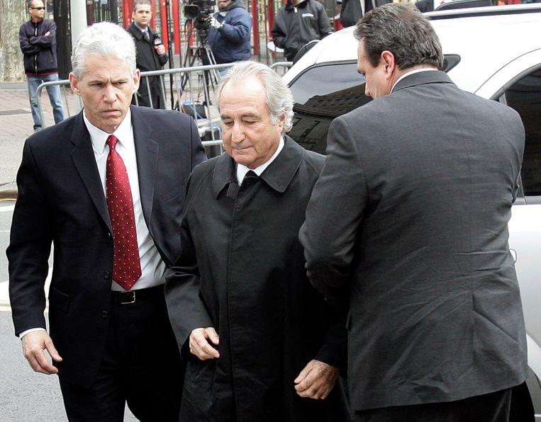 Bernard Madoff (midden) Beeld REUTERS
