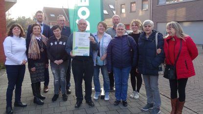Groen beloont vrijwilligers van buurthuis met Groene Pluim