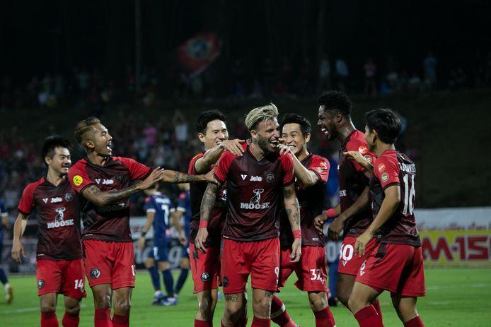 Melvin de Leeuw schreeuwt het uit na een van zijn doelpunten voor Chiangmai United.
