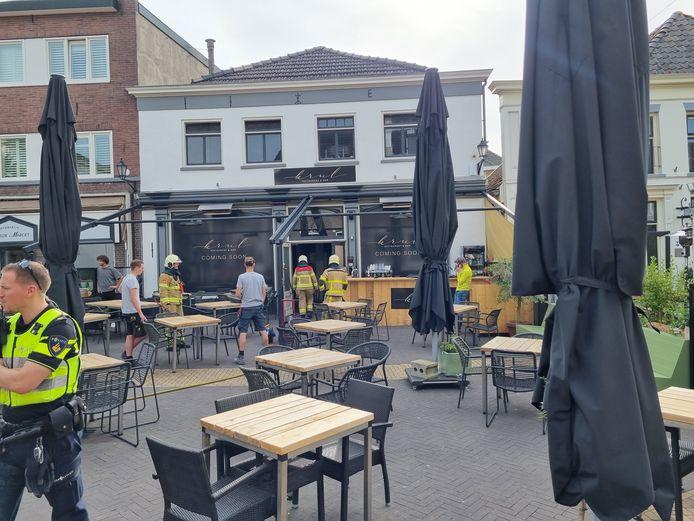 Een brand in de meterkast van restaurant KRUL op de markt in Aalten zet een streep door de gewenste opening op vrijdagmiddag.