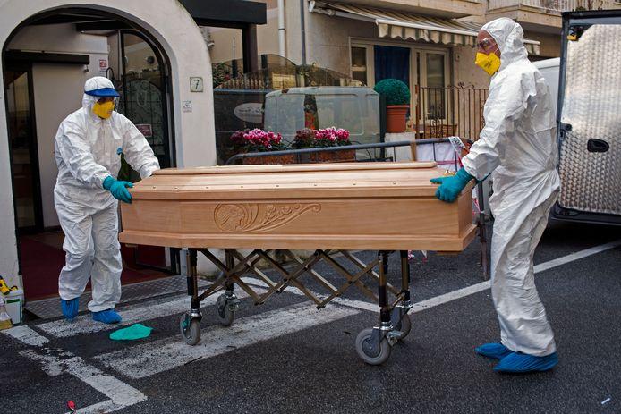 In 24 uur steeg het aantal sterfgevallen in Lombardije met 546 naar 3.095.