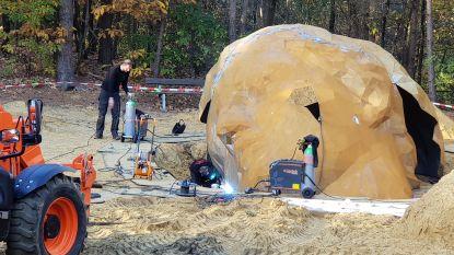 Twee ton zwaar kunstwerk op zandheuvel van Hoge Mouw