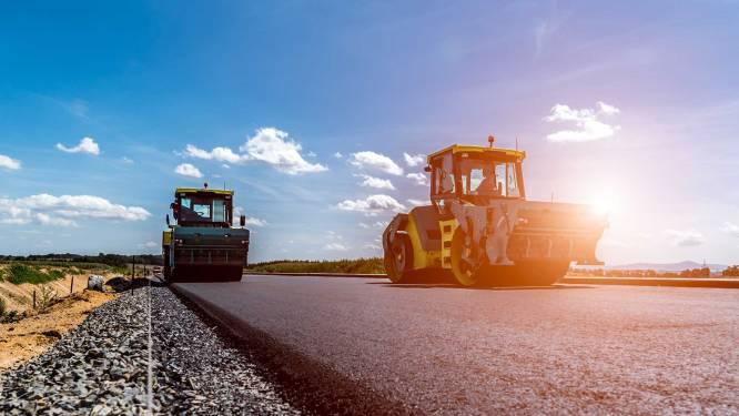 Rijden over een snelweg gemaakt van planten en bomen: Almkerk krijgt een stuk weg van bio-asfalt