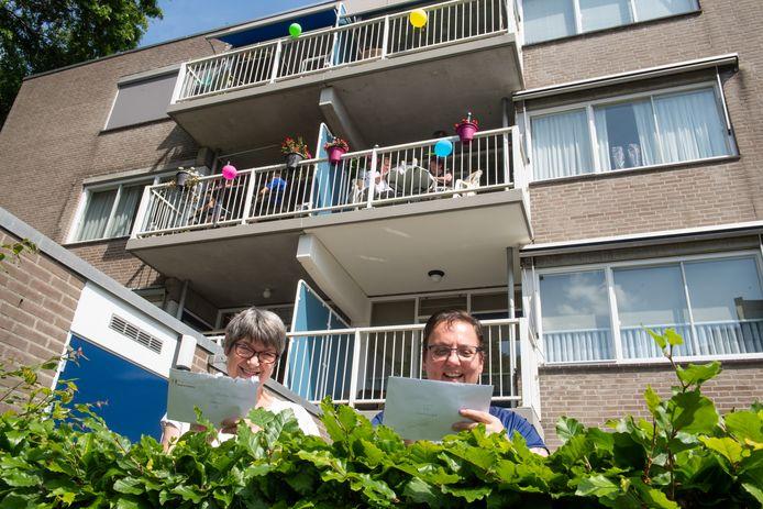 Tilburg - Pix4Profs/René Schotanus. BalkonBingo in Tilburg. De deelnemers in de tuintjes en op de balkons.