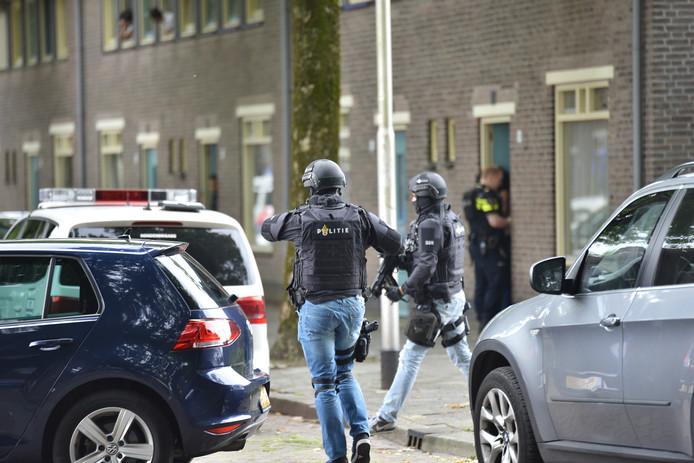 Het arrestatieteam is gearriveerd in Tilburg.