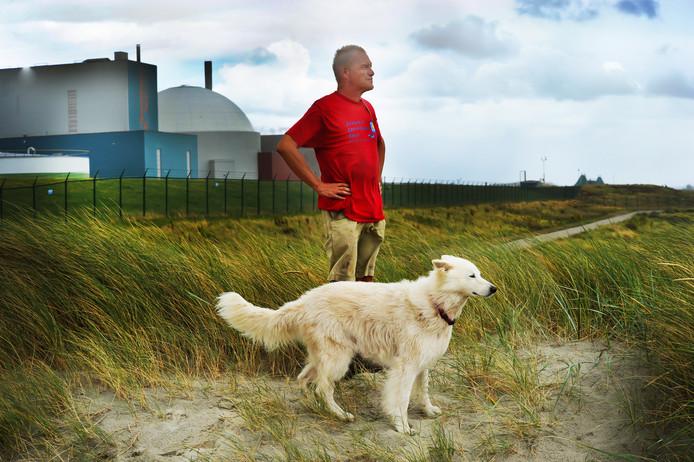 Jan Louwerse bij de kerncentrale Borssele. ,,Al die acties hebben mij ook gevormd.''