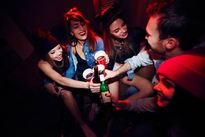 Waarom we zo van drank houden: 'Jenever walk alone'