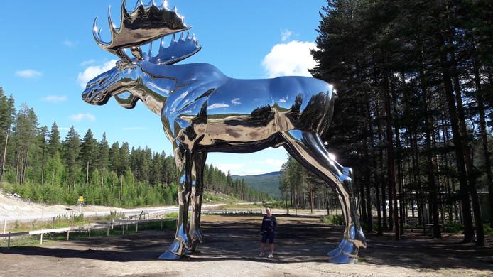 Weekwinnaar is Marcel Snippe. De grootste eland ter wereld staat in Noorwegen langs snelweg 3 bij picknickplaats Bjøråa. Het beest staat hier om ongevallen op de woeste Noorse snelwegen te voorkomen. De overheid hoopt dat vermoeide automobilisten een pauze inlassen om het kunstwerk te bekijken.