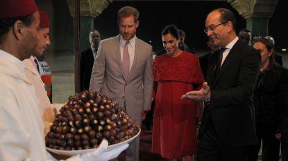 IN BEELD. Meghan en Harry met melk en dadels verwelkomd in Marokko