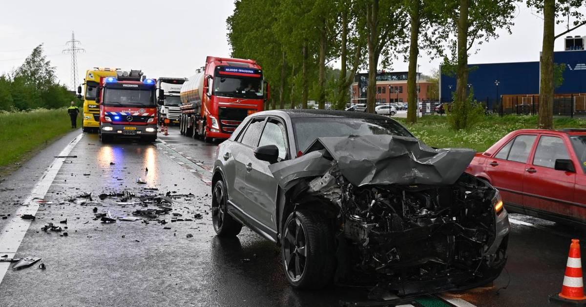 Zwaar ongeval op N36 bij Almelo: drie gewonden overgebracht naar ziekenhuis.