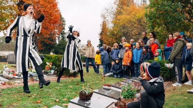 Familievoorstelling op het kerkhof Ourodenberg
