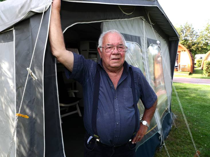 88-jarige Cees komt trouw naar Nieuwlandse camping waar hij de helft van de as van z'n vrouw uitstrooide