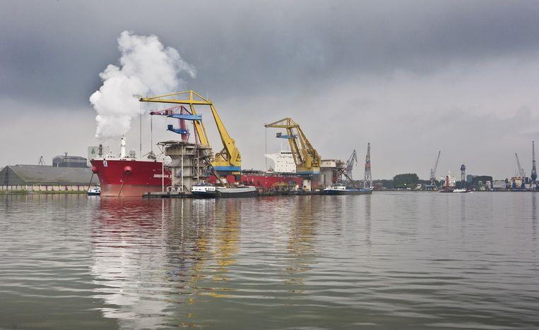 Westelijk Havengebied. Ook met een nieuwe zeesluis kunnen lossen, laden en vertrekken niet in het gewenste hoge tempo worden gerealiseerd. Beeld Floris Lok