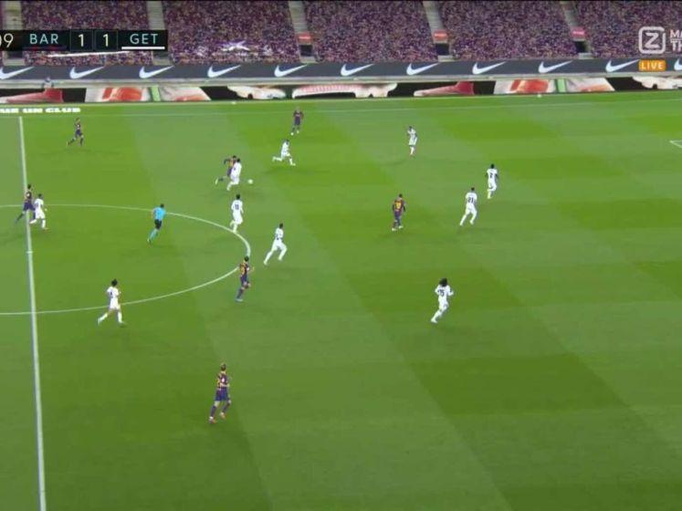 Kolderiek eigen doelpunt van Chakla tegen Barcelona