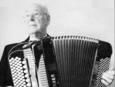 Waarom geen straatnaam voor gevierd accordeonist Coen van Orsouw in Oss?