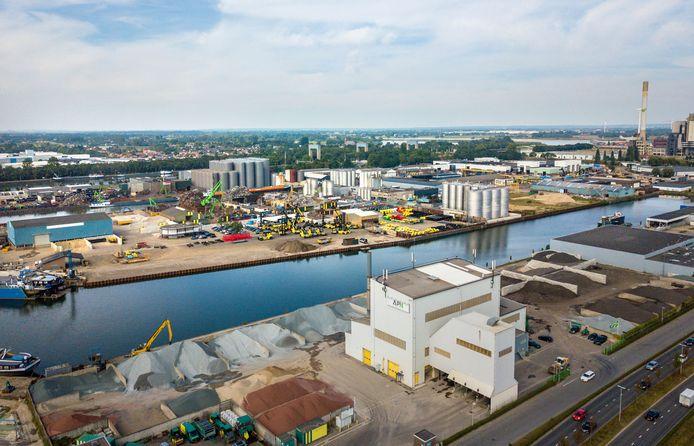 Asfaltfabriek APN aan de Energieweg.