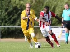 Wesley Sneijder neemt alle tijd voor fans na overwinning op TOP Oss in Herpen: 'Leuk toch?'
