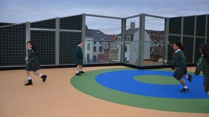 """Sint-Bavobasisschool legt speelplaats aan op dak: """"Spelen met zicht op torens van Gent"""""""