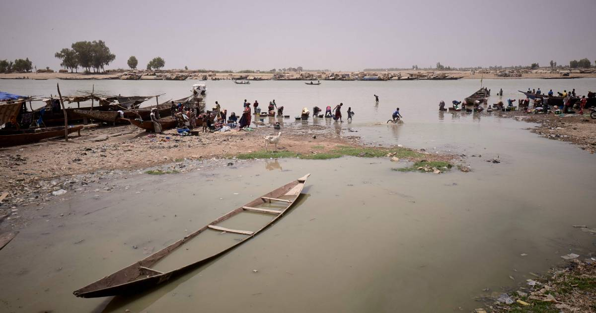 Mogelijk meer dan tweehonderd doden bij 'afgrijselijk ongeluk' met overbeladen boot in Nigeria.