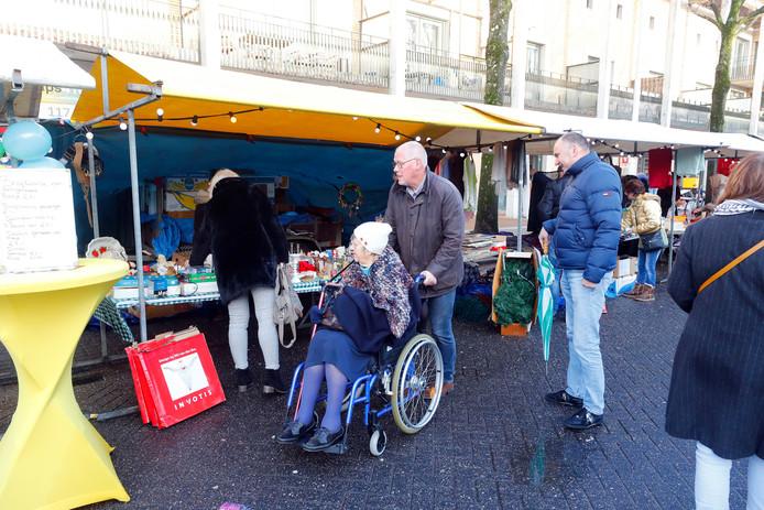 Minirokjes Naast Marokkaanse Hapjes Op Kerstmarkt Woensel West In