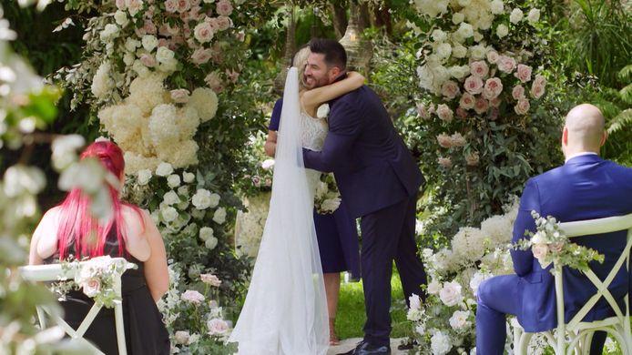 Wanneer Jo haar aanstaande bruidegom ontmoet, is ze meteen wild van zijn geur.