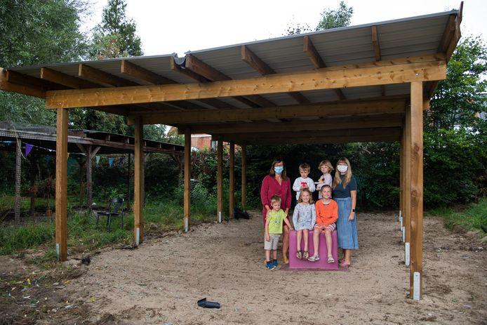Het buitenklasje is in volle aanbouw. De leerlingen zullen tijdens het schooljaar nog meehelpen met de bouwwerken.