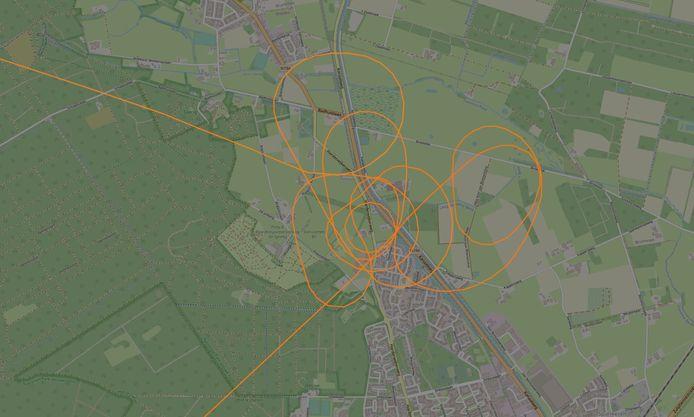 De vlucht van de politiehelikopter boven Laag-Soeren na een gewapende overval op een woning aan de Harderwijkerweg.