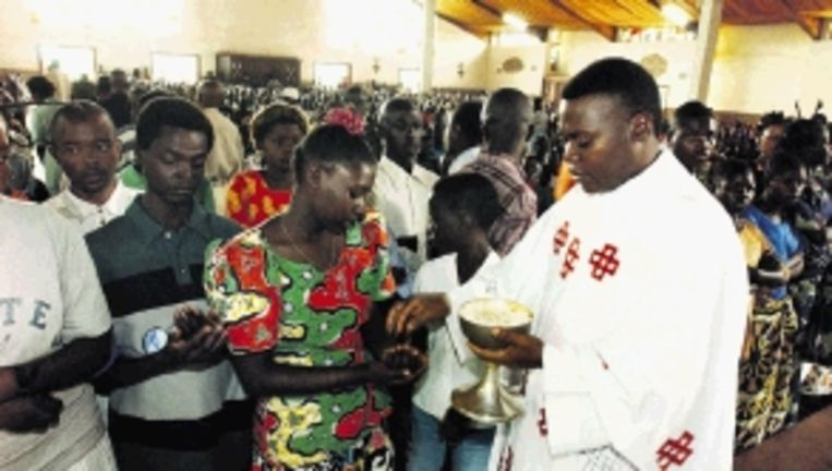 In Afrika speelt het celibaat niet zo, volgens kardinaal Kasper. (FOTO EPA) Beeld