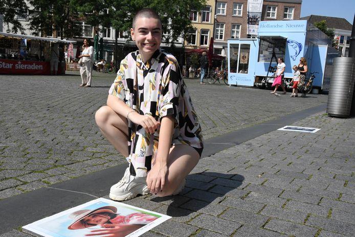 Jill Menkehorst bij haar modeportret.