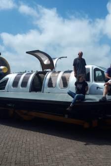 Per hovercraft van Drimmelen naar Rotterdam: 'Je hangt boven het water en voelt niks van de golven'