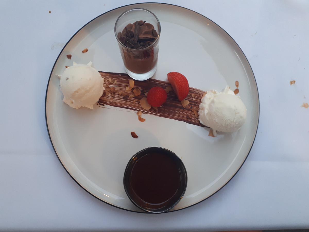 Dessertbordje dame blanche en chocolademousse