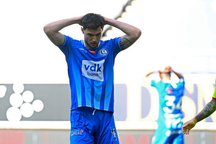 Roman Yaremchuk uit z'n teleurstelling na een gemiste kans tegen KV Mechelen.