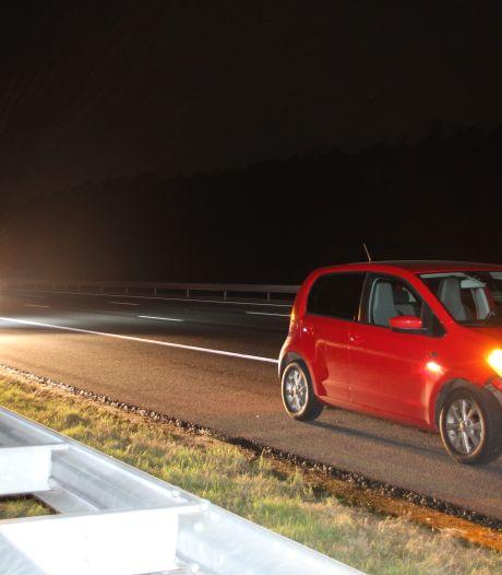 Vrachtwagen met klapband veroorzaakt ongeluk op A1 bij Rijssen