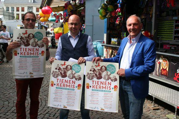 Sven Vanwing, Bart Persoons en Eddy Poffé fier op de kermisaffiche