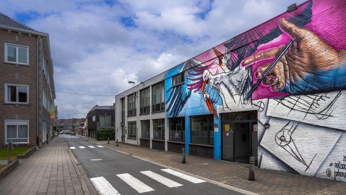 De Wezestraat is plots heel wat kleurrijker dankzij deze nieuwe mural van jonk.