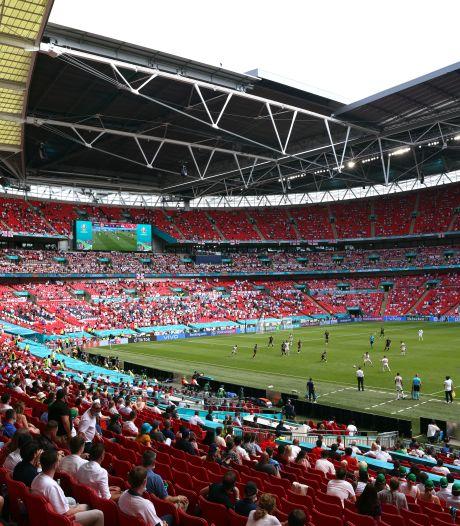 Un supporter anglais gravement blessé après une chute d'une tribune à Wembley