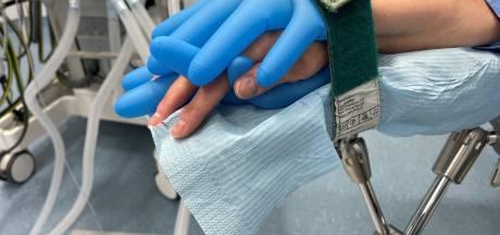 In dit ziekenhuis houden ze op een hele bijzondere manier je hand vast: 'Zonder stress onder het mes'