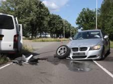 Ravage op de Kanaaldijk in Best, twee auto's botsen op elkaar