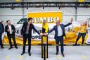 De nieuwe hub in Deventer is feestelijk geopend door COO Cees van Vliet, het Jumbo-onlineteam en wethouder Thomas Walder van de gemeente Deventer.